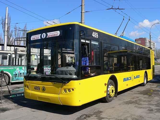 В Херсоне сложно купить проездной на троллейбус, фото-1