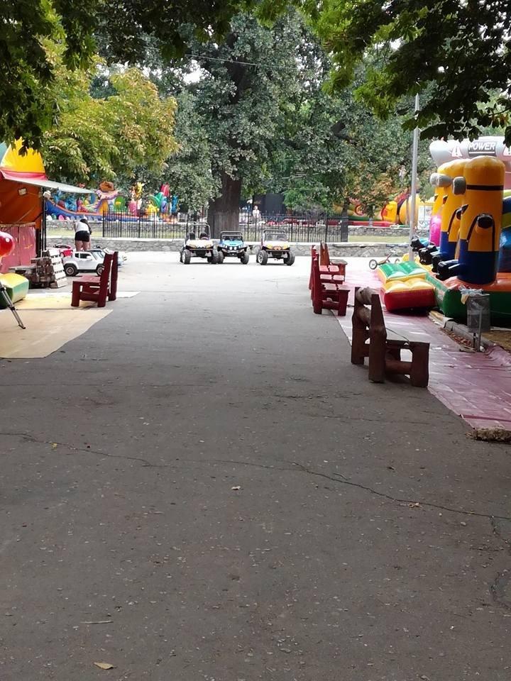 В херсонском парке нужно смотреть под ноги, фото-1