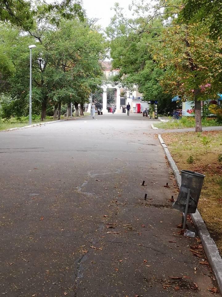 В херсонском парке нужно смотреть под ноги, фото-2