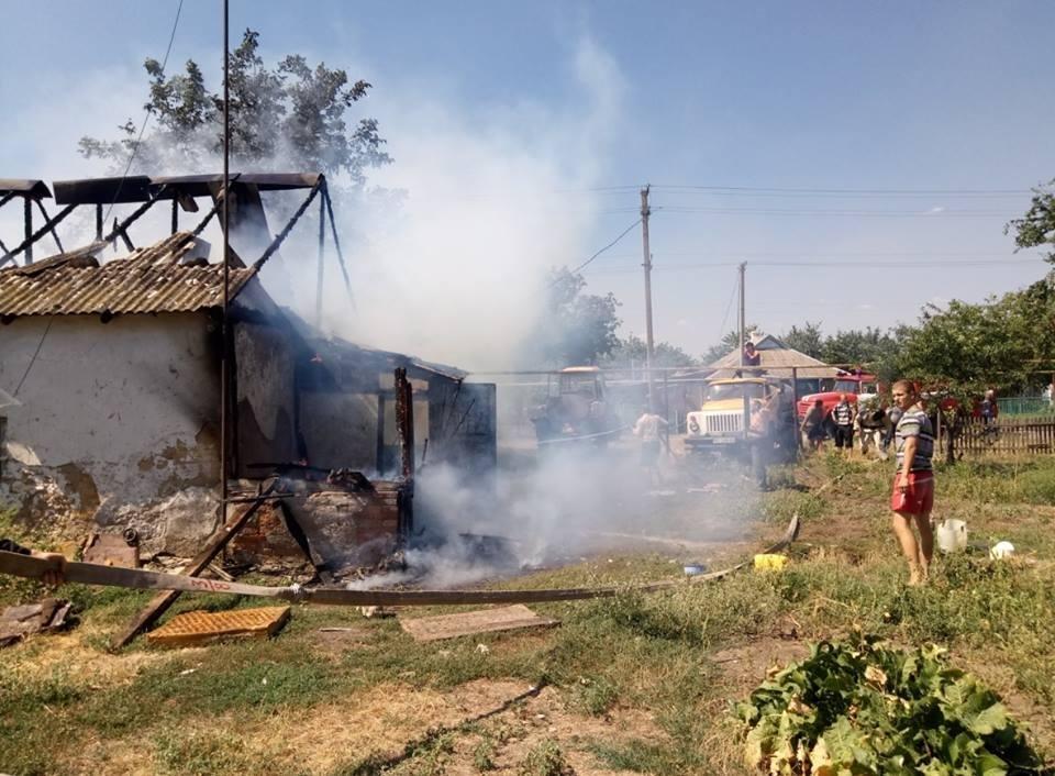 На Херсонщині палав приватний будинок, фото-1