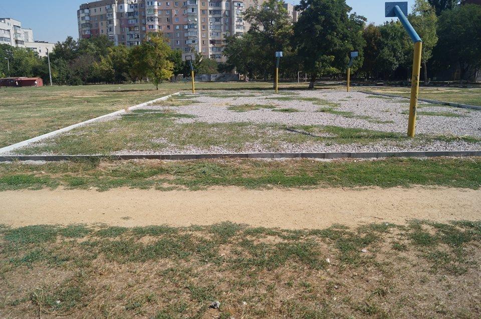 В херсонской школе никак не могут достроить спорт площадку, фото-1