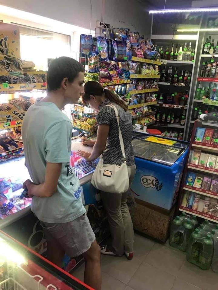 На Херсонщині здійснюється профілактика продажу неповнолітнім алкогольних напоїв та тютюнових виробів, фото-1