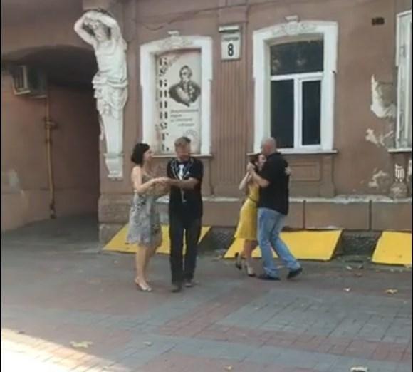 Вчора у центрі Херсона танцювали танго, фото-1