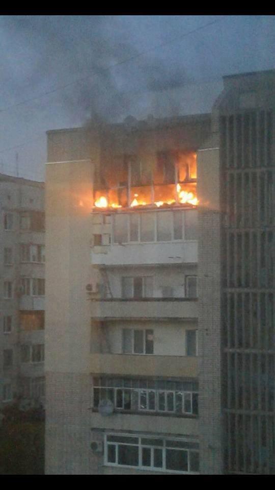У Каховці пожежні загасили палаючий балкон у висотному будинку, фото-1