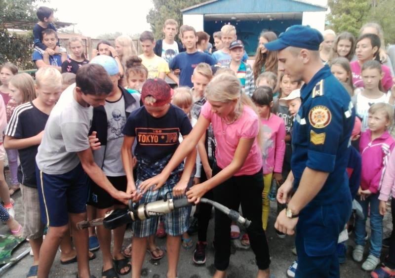 """У """"Безпечне літо"""" з рятувальниками відправилися діти в оздоровчому таборі на Чорноморському узбережжі, фото-2"""