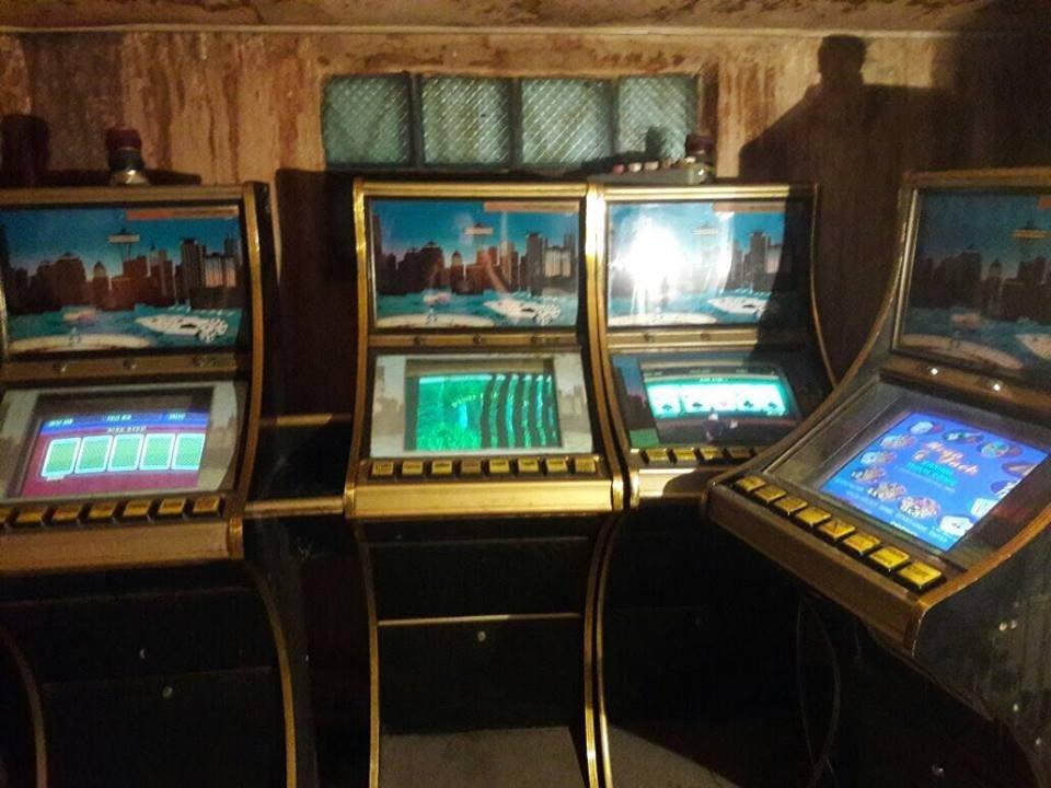 У Херсоні поліцейські викрили ігровий зал, який функціонував в приміщенні кафе , фото-1