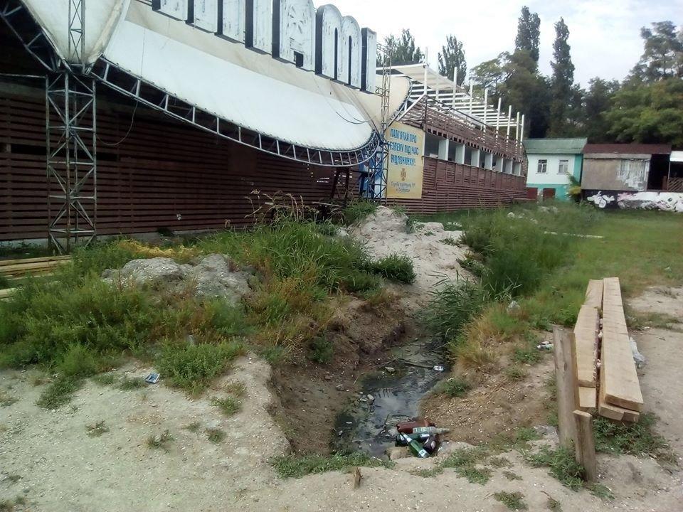 Клуб на херсонском морском побережье сливает нечистоты в море?, фото-1