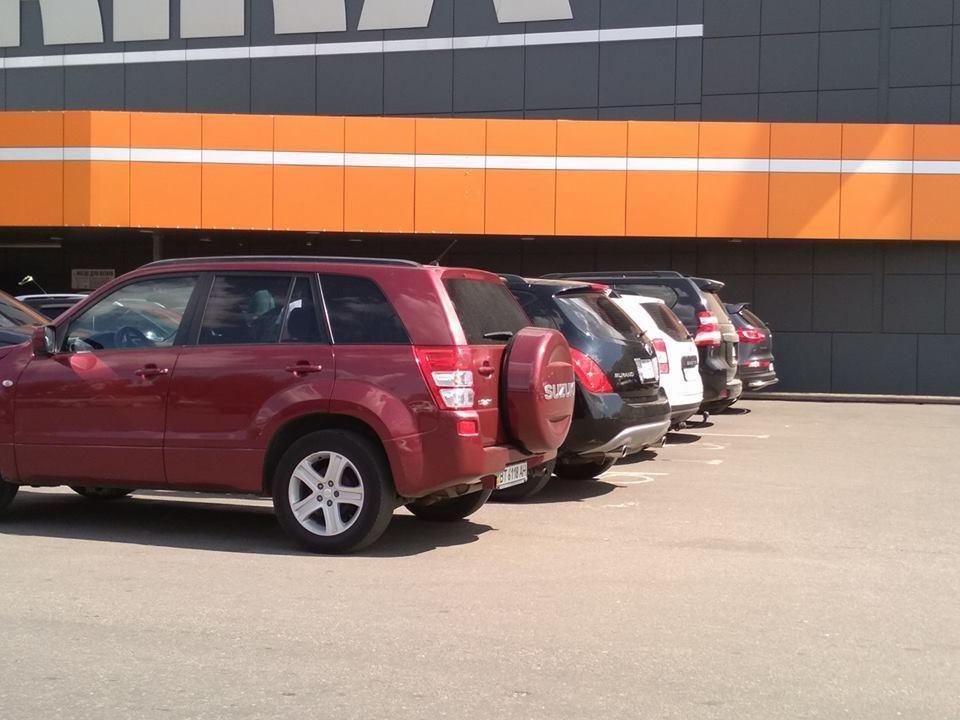 Херсонцы паркуются на местах для инвалидов, фото-1