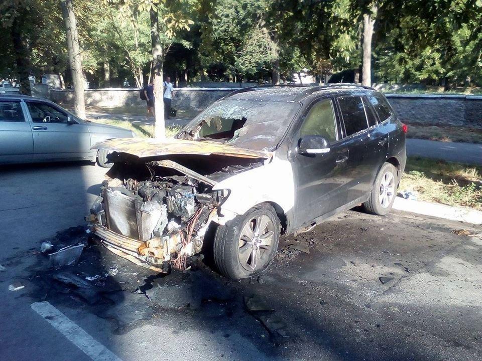 У Херсоні поліція встановлює обставини загоряння автомобіля, фото-1