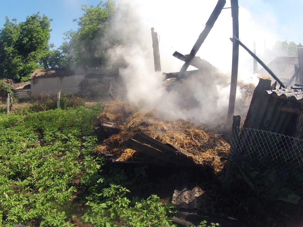 У Чаплинському районі рятувальники ліквідували загорання 700 тюків сіна., фото-1