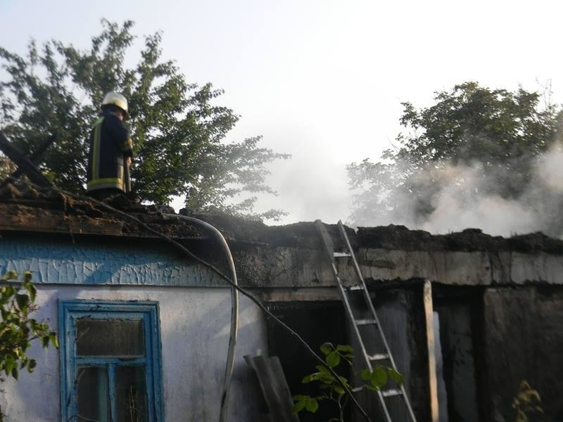 У Каховському районі загасили пожежу в господарчій споруді, фото-1