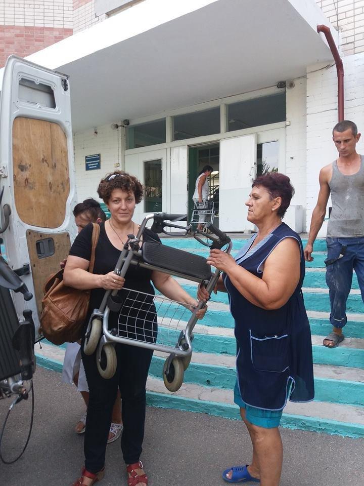 Херсонські волонтери привезли гуманітарну допомогу в Голопристанський геріатричний пансіонат, фото-1