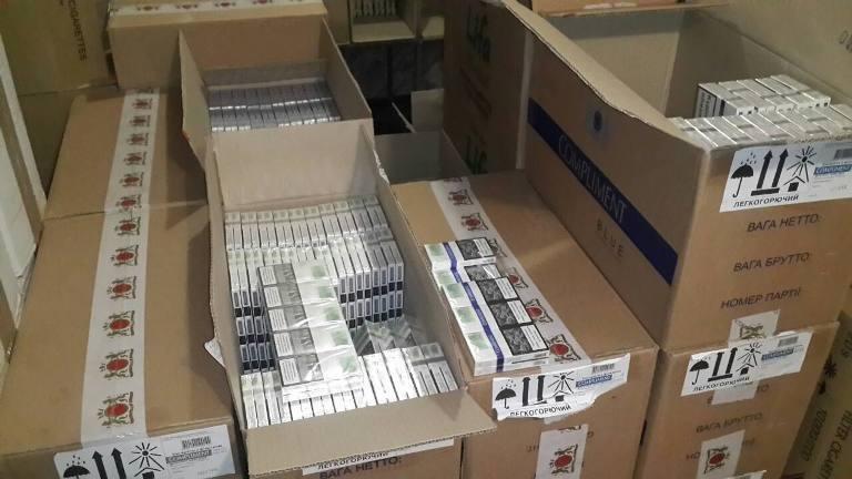 На Херсонщині викрито бізнесмена, який незаконно продав більше мільйона пачок цигарок, фото-1