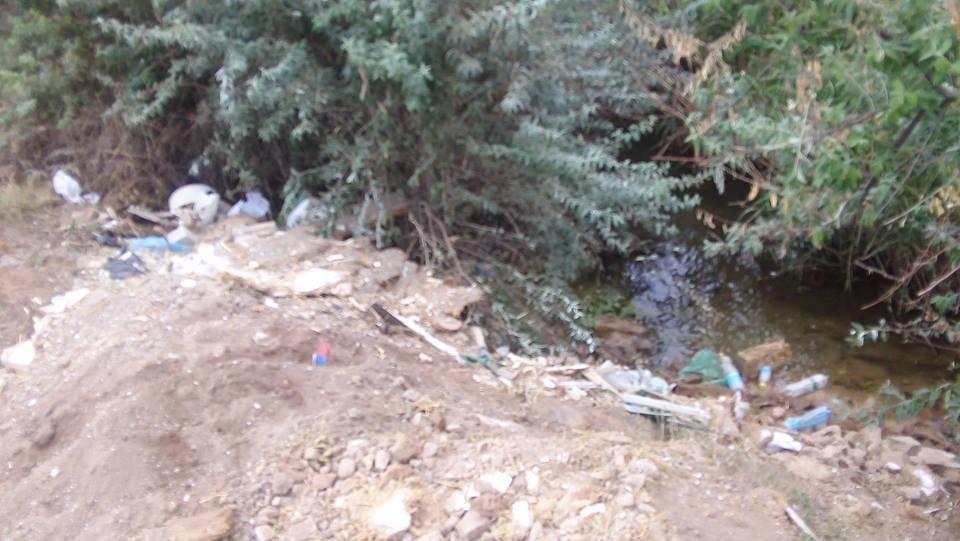 На Херсонщине стихийная свалка загрязняет Черное море (фото), фото-1