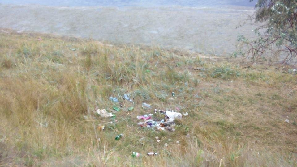 На Херсонщине стихийная свалка загрязняет Черное море (фото), фото-3