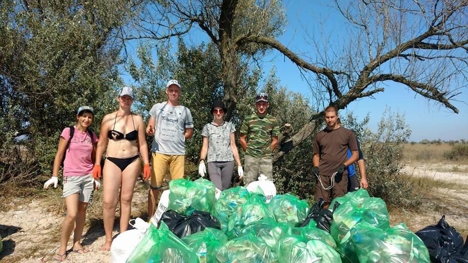 Херсонские активисты почистили остров Джарылгач, фото-1