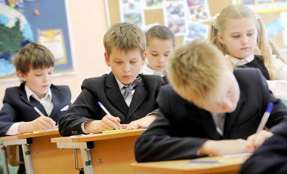Жители Херсонской области возмущаются ремонтом школ, фото-1