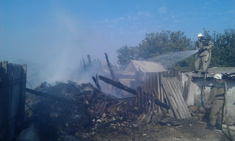Вогнеборці ліквідували пожежу сінника з соломою, фото-1