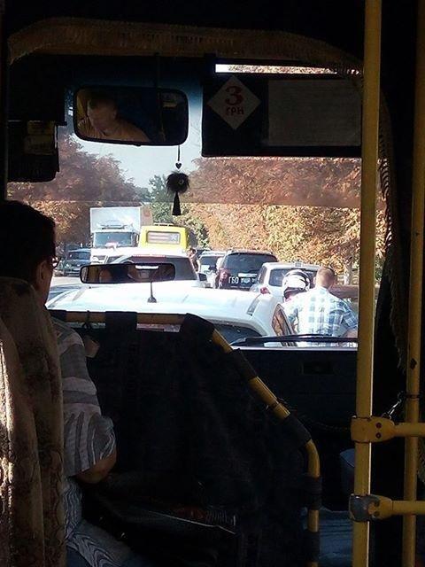 Херсонские автомобилисты спровоцировали пробку, фото-1