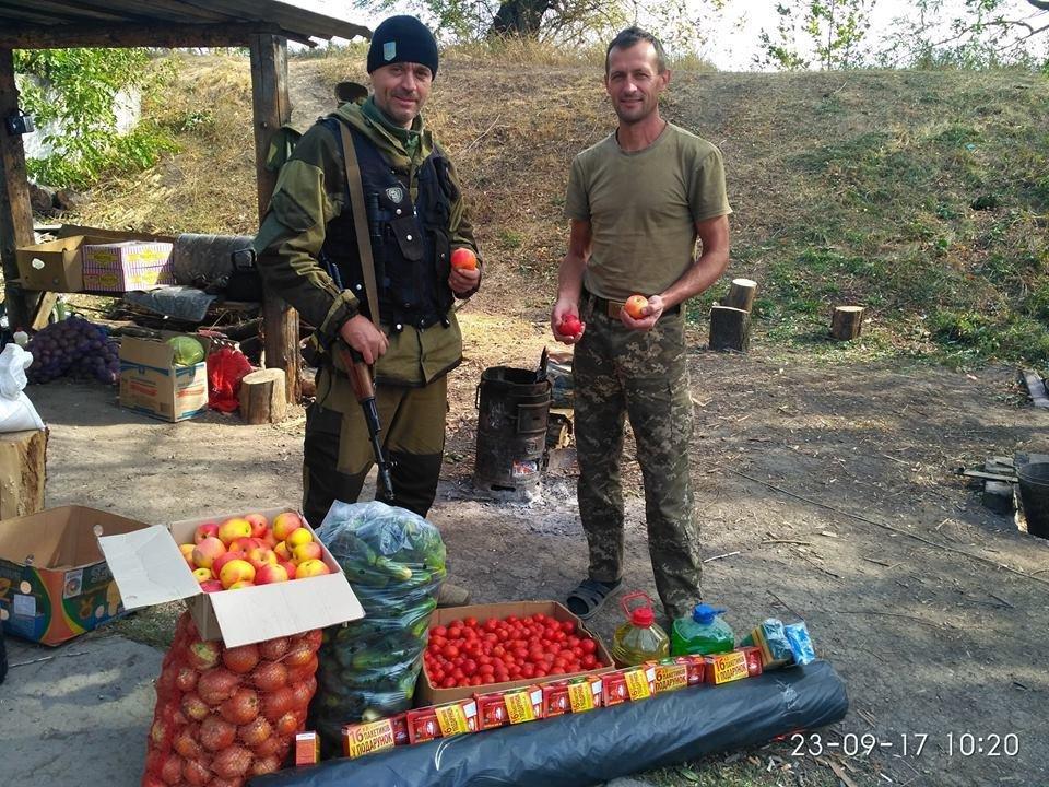 Волонтеры Херсона доставили продукты бойцам АТО, фото-1