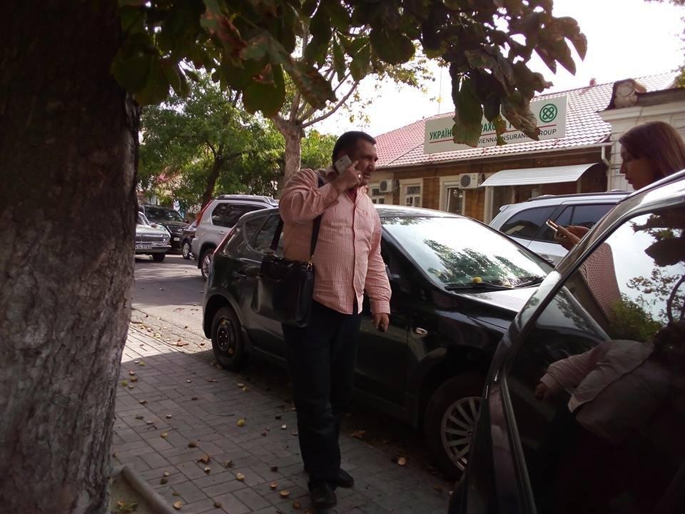 Херсонский водитель заблокировал выезд из парковки, фото-2
