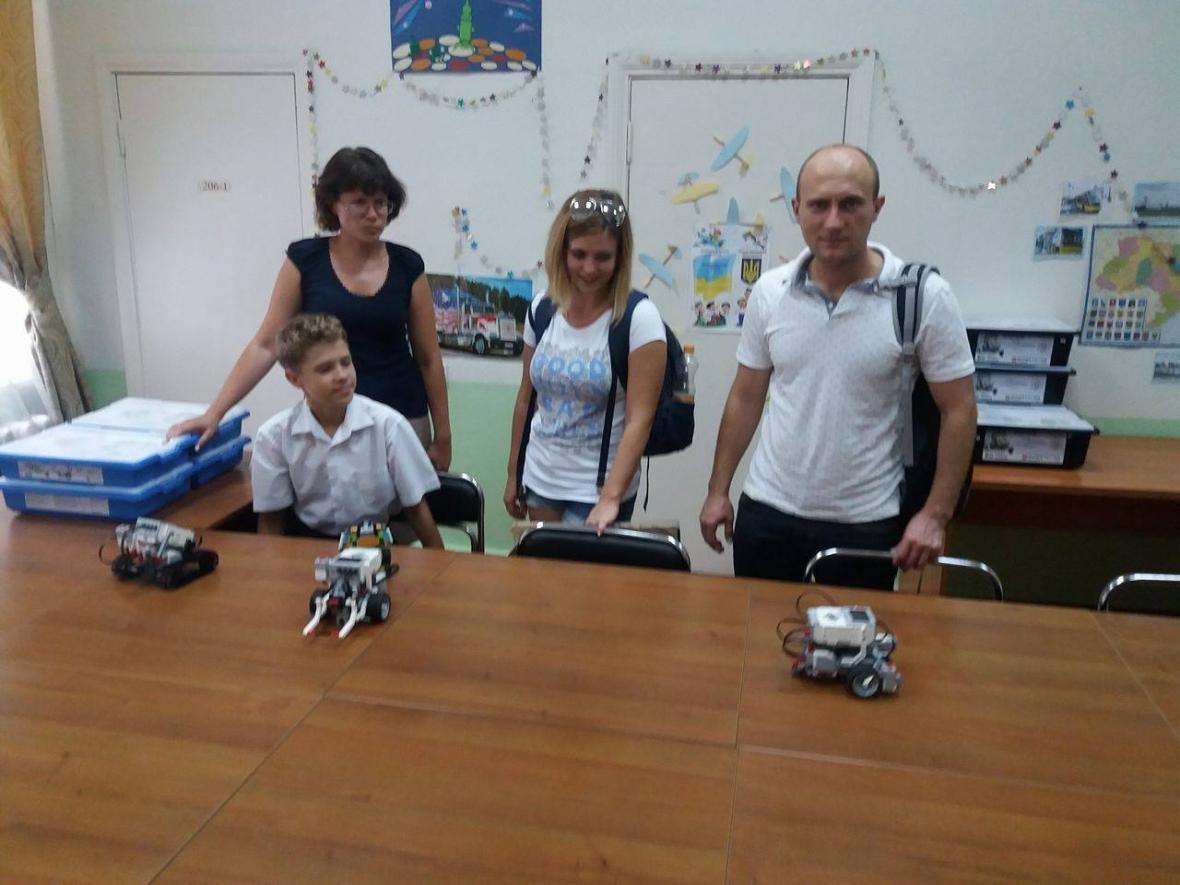 На курсах роботехніки у Херсоні дітей безкоштовно вчать тримати кіберпростір під контролем, фото-1