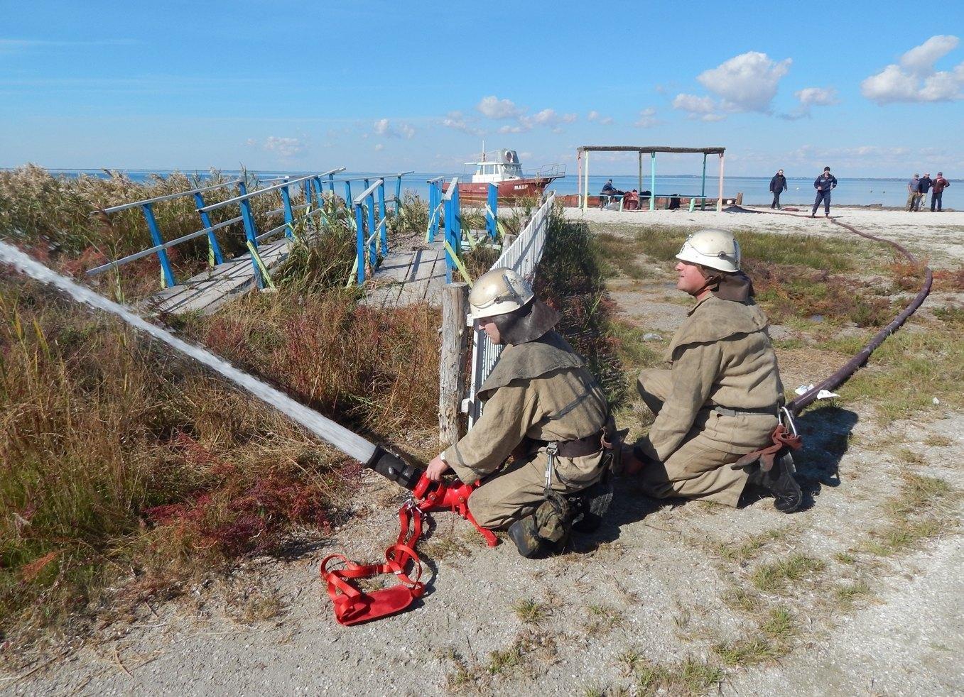 На острові Джарилгач відбулися тактико-спеціальні навчання з гасіння умовної пожежі, фото-1