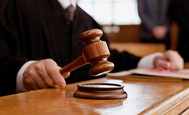 Держслужбовці, які підозрюються у вчиненні злочину, не повинні займати свої посади до вироку суду