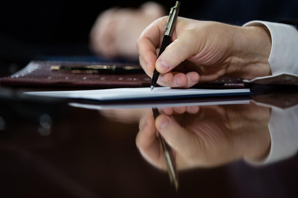 Президент Украины подписал Закон о временных разрешениях на телерадиовещание с территории Херсонщины, фото-1