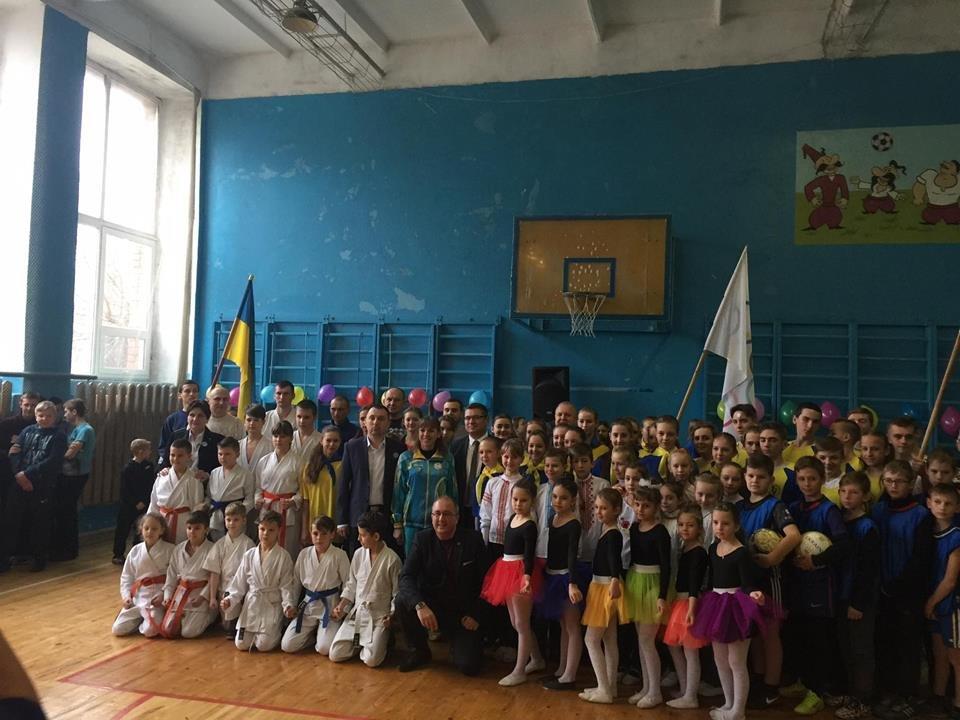 В школе на Херсонщине прошло открытие отремонтированного спортивного зала, фото-1