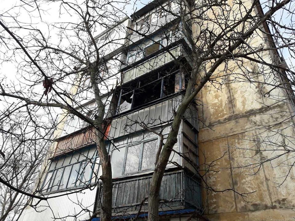 Херсонські рятувальники загасили пожежу у багатоквартирному будинку, фото-1