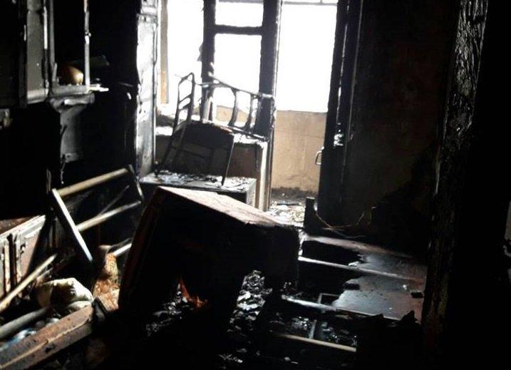 Херсонські рятувальники загасили пожежу у багатоквартирному будинку, фото-2