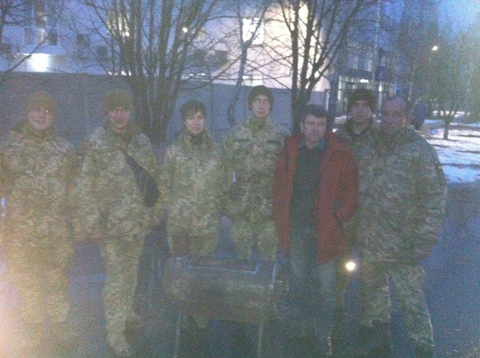 Херсонские волонтеры изготовили печь для украинских солдат в зоне АТО, фото-1