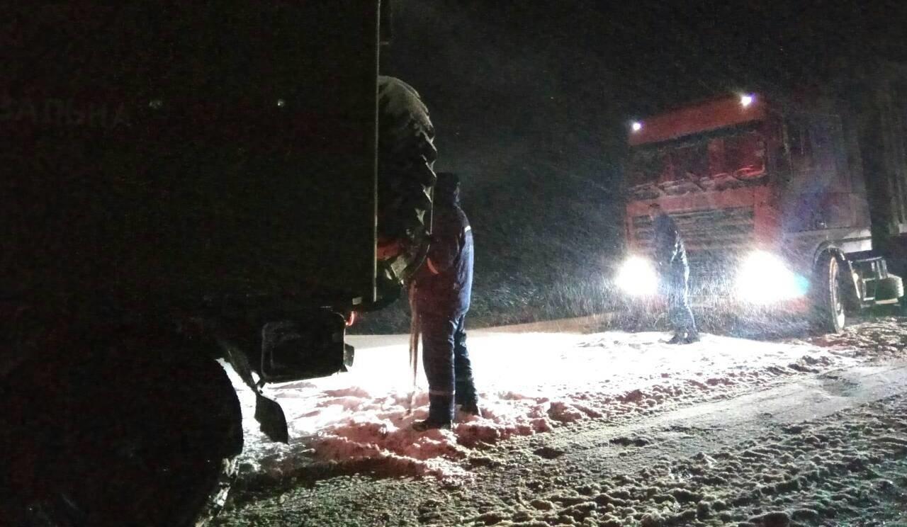 Рятувальники ліквідовували дорожній затор, фото-1