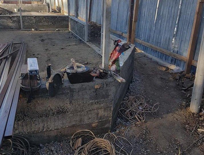 В Херсоне временные сооружения стоят с бетонным фундаментом , фото-2