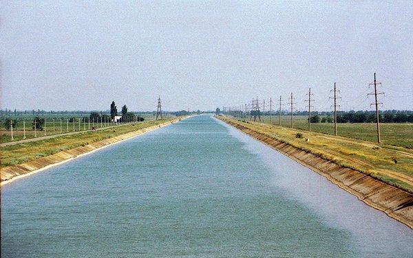 На Херсонщине обнаружили нефтепродукты в магистральном канале, фото-1