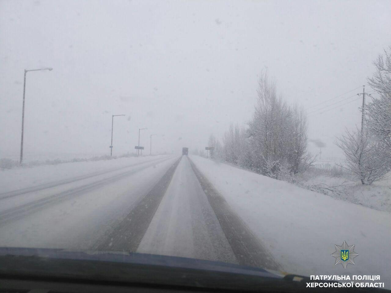 Сложные погодные условия усложнили движение на дорогах Херсонщины, фото-1