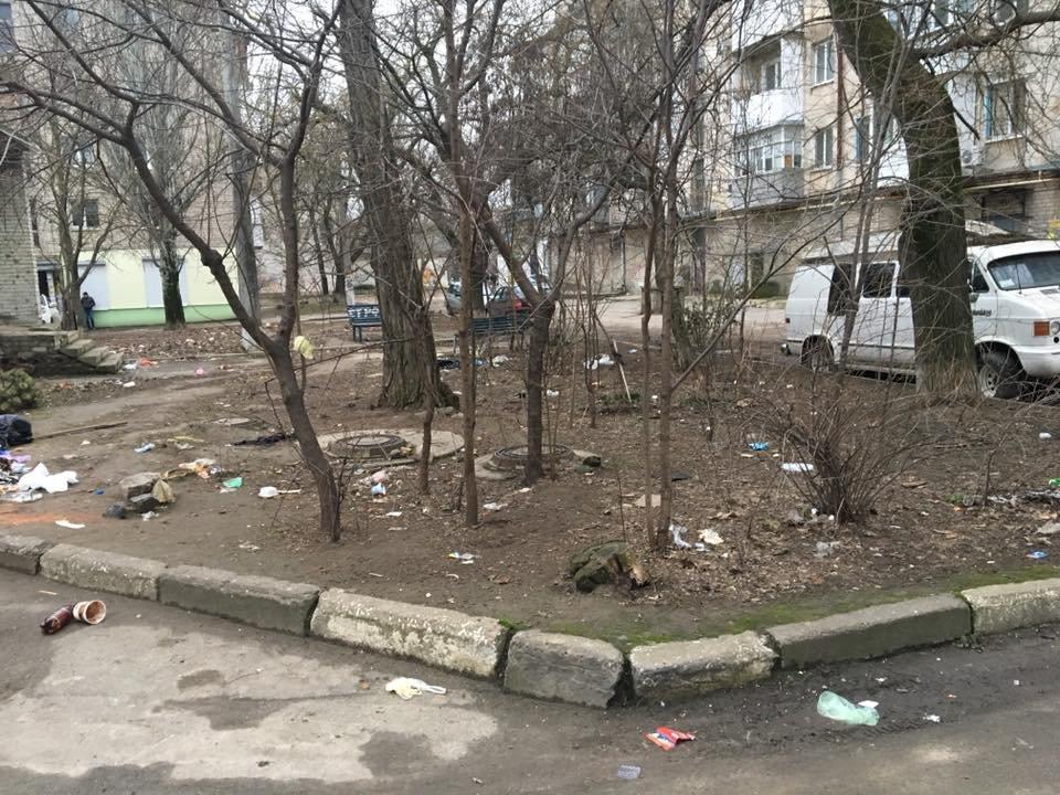 Херсонские дворы утопают в мусоре, фото-2