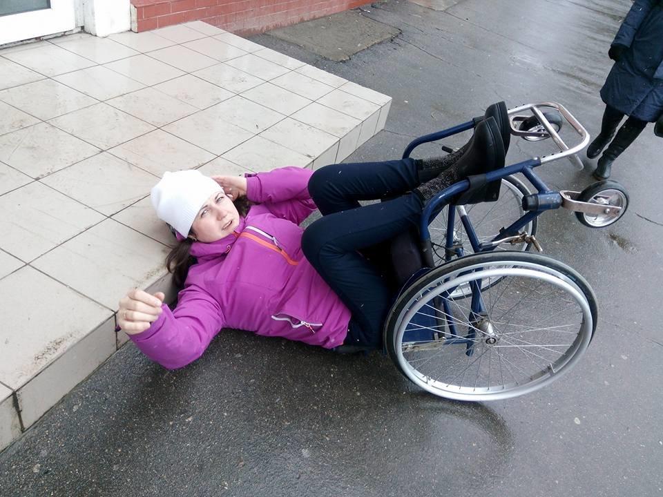 Херсонская общественница выжила после падения со ступенек магазина, фото-1
