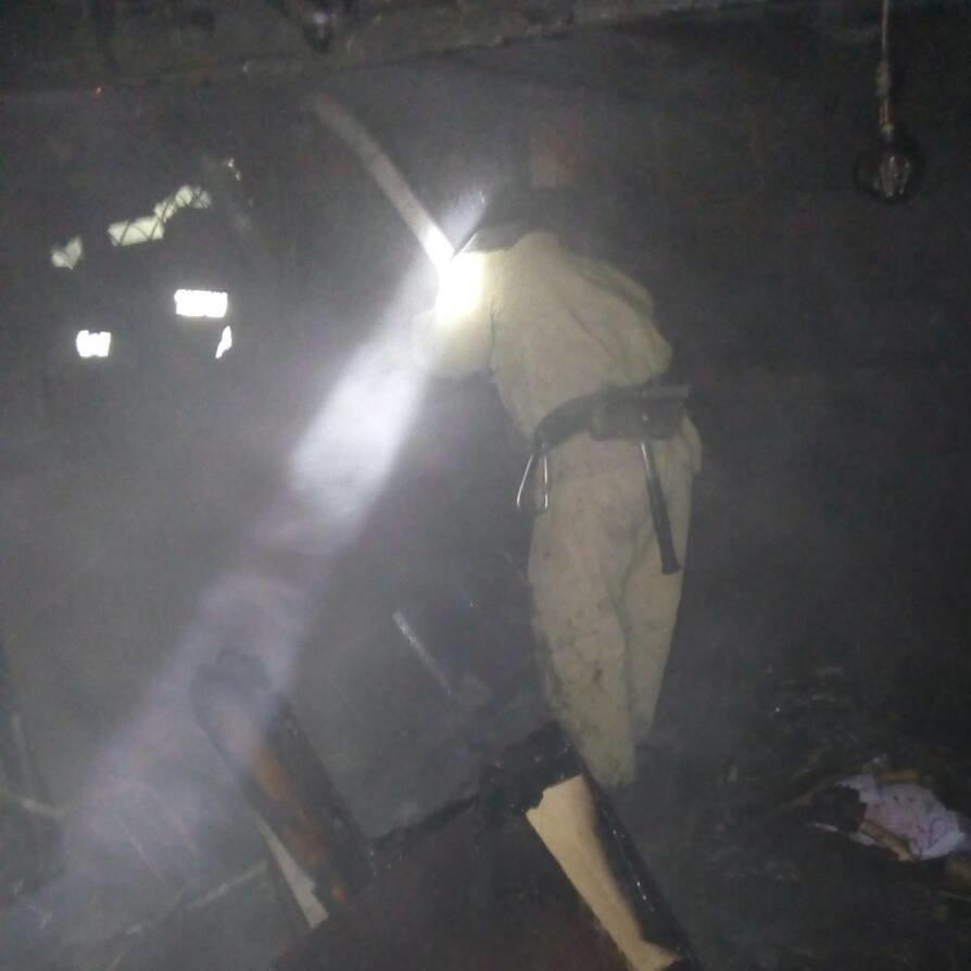 У м.Олешки пожежні ліквідували загоряння допоміжних споруд, фото-1