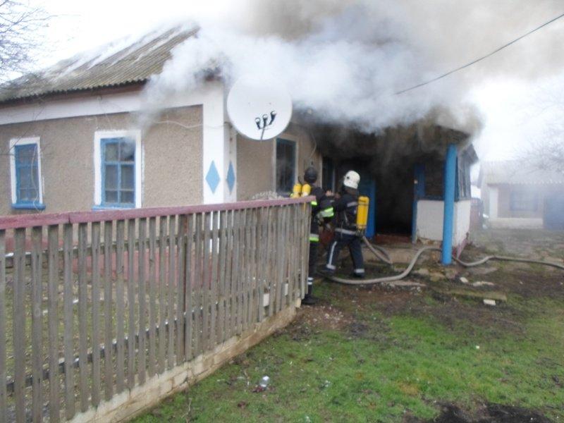 В смт Чаплинка загасили пожежу в будинку, фото-1