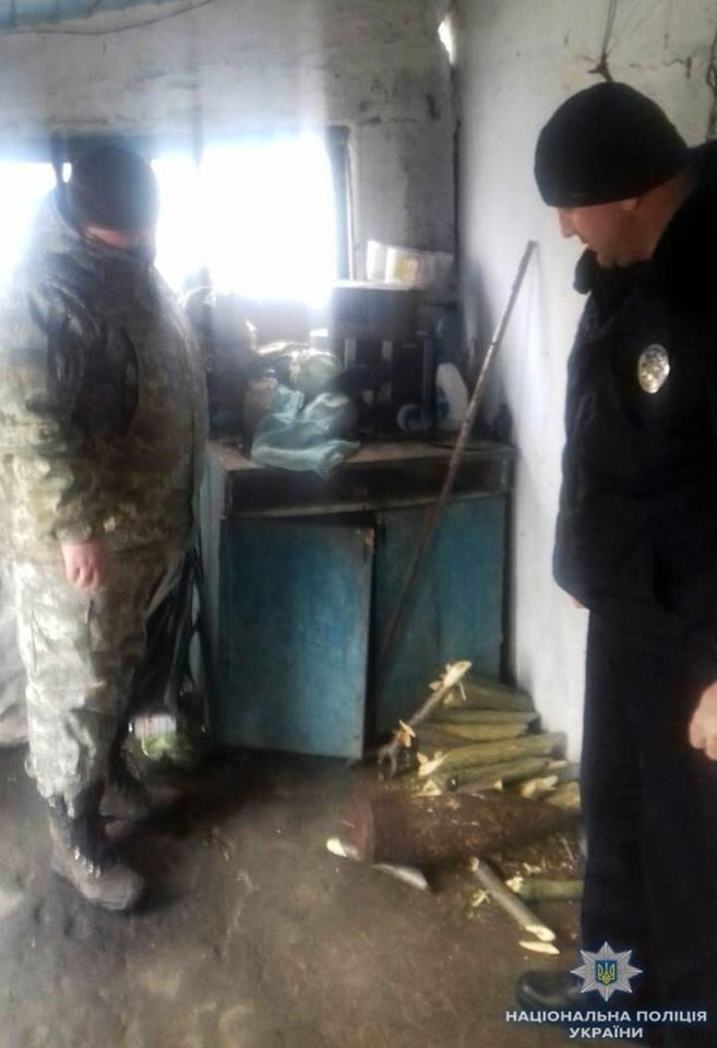 На Херсонщині дільничний офіцер поліції виявив артилерійський снаряд у раніше судимого, фото-1