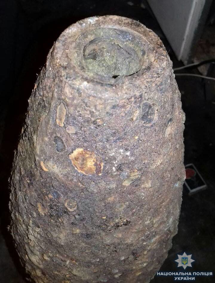 На Херсонщині дільничний офіцер поліції виявив артилерійський снаряд у раніше судимого, фото-2
