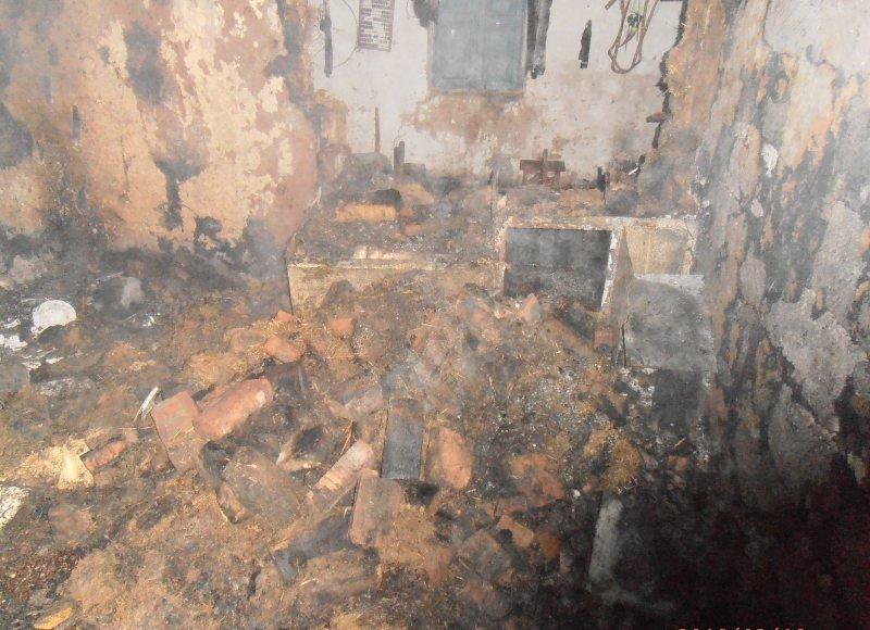 У Новотроїцький районі пожежні загасили займання у літній кухні, фото-1