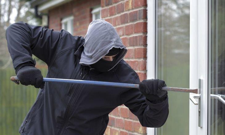 У Новотроїцькому районі троє чоловіків обкрадали домоволодіння односельців, фото-1