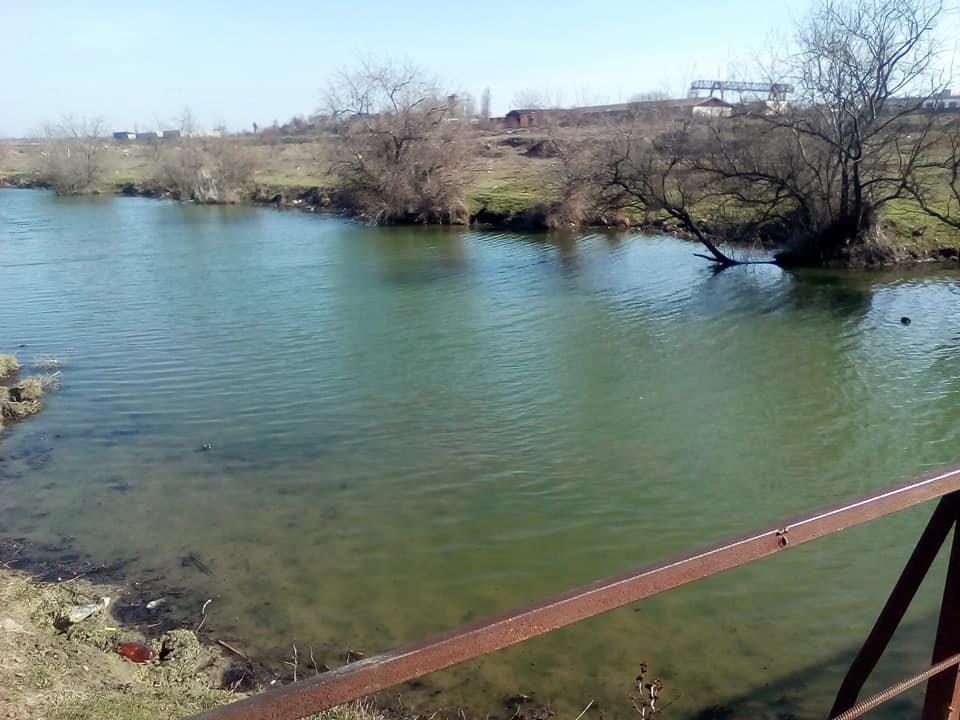 Херсонская ТЭЦ выбросила в реку окрашенный теплоноситель (фото), фото-1