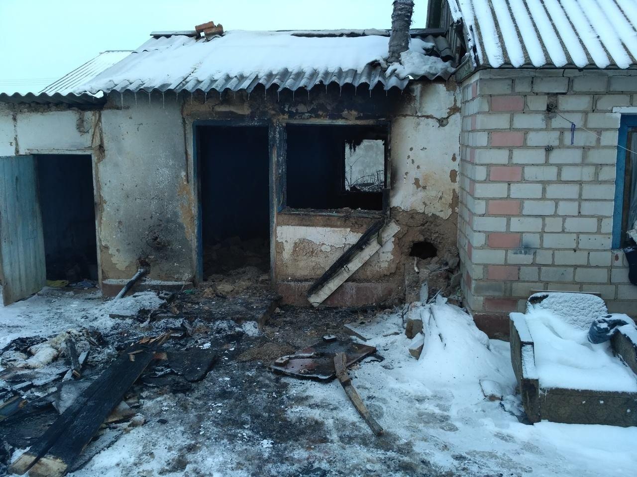 Каланчацькі вогнеборці ліквідували пожежу у прибудові до житлового будинку, фото-1