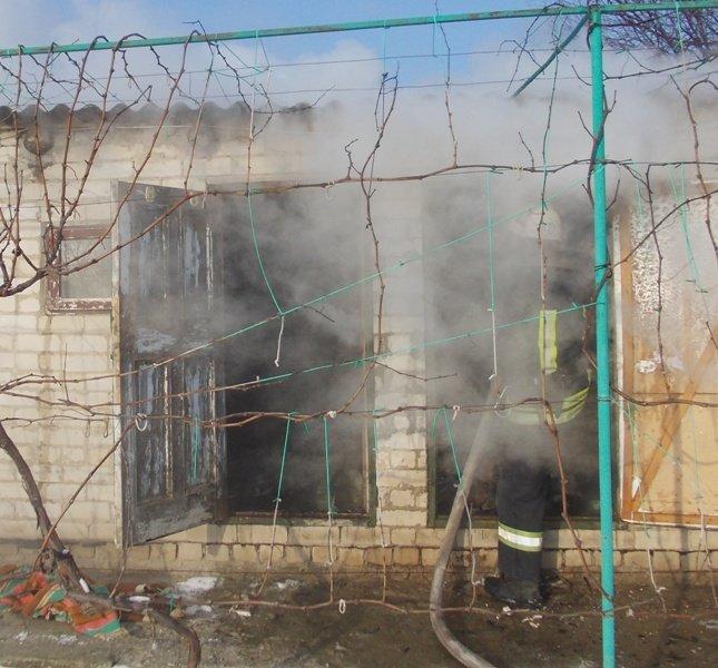 В смт Білозерка врятували господарчу споруду, фото-1