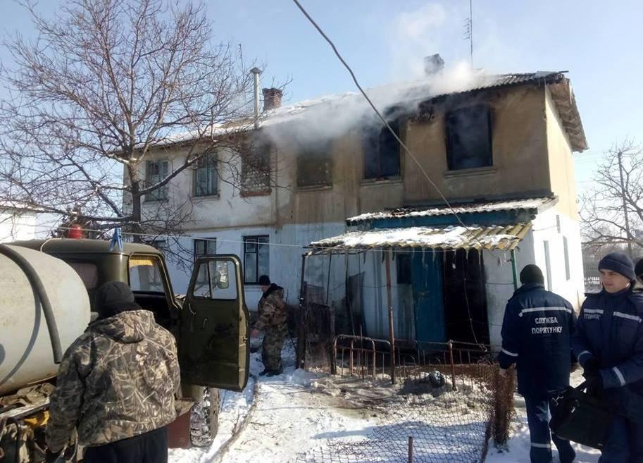 Каховські вогнеборці ліквідували пожежу у квартирі двоповерхового будинку, фото-1