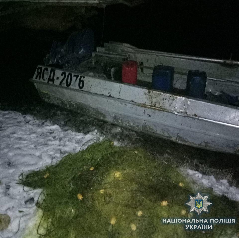 Працівники відділення поліції в порту «Херсон» запобігли незаконному вилову риби, фото-1